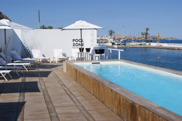 Isla Marina Pool Zone